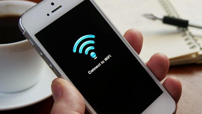 Smartphone conectado a la red WiFi. Foto: cafenobule